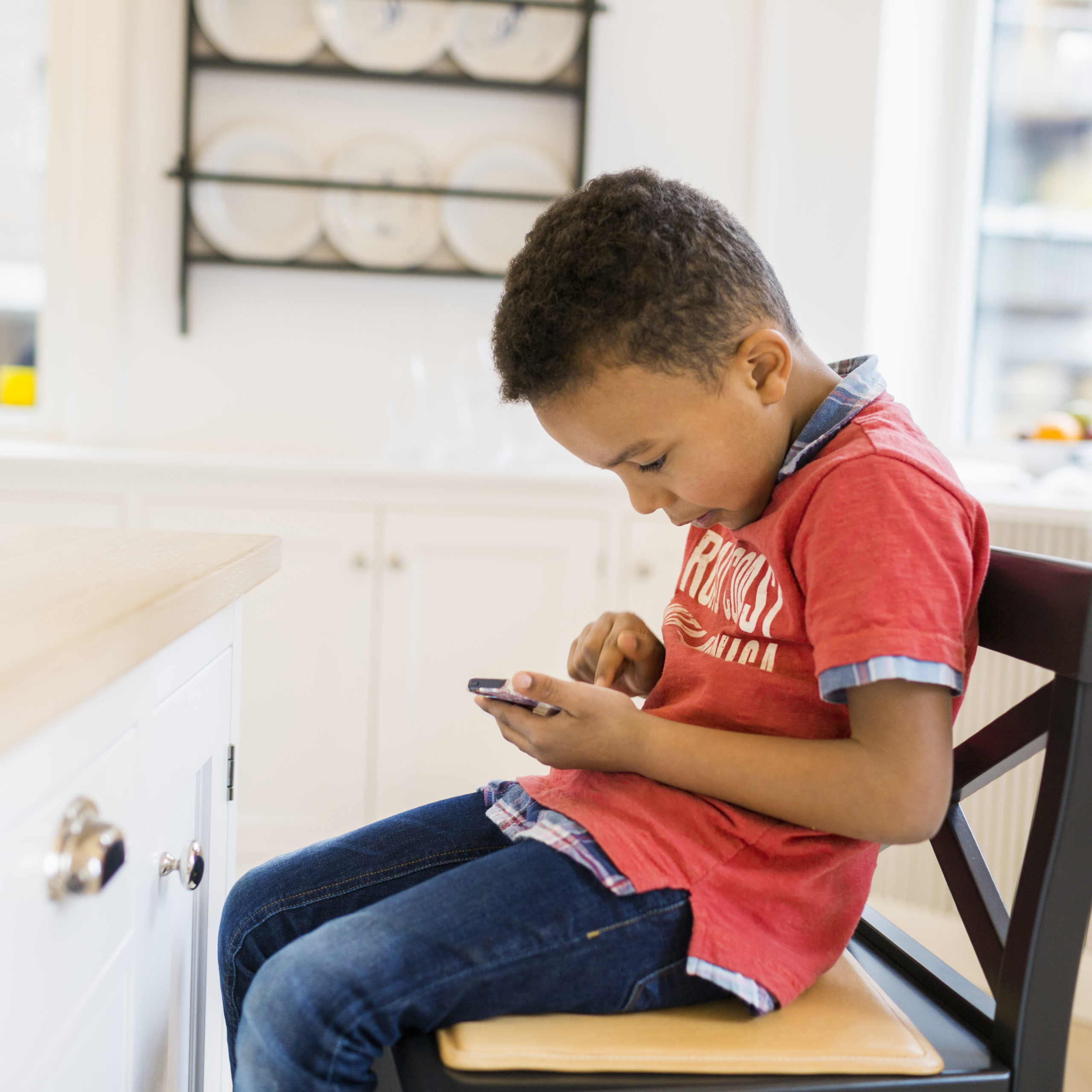 Limit the amount of time my children spend on mobile phone scaled
