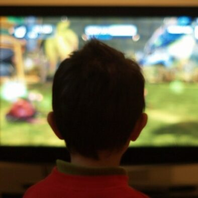 child-in-front-of-tv